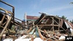 Индонезияның Аргамакмур аймағындағы жер сілкінісі мен цунамиден кейінгі көрініс. Индонезия, 14 қыркүйек 2007 жыл.