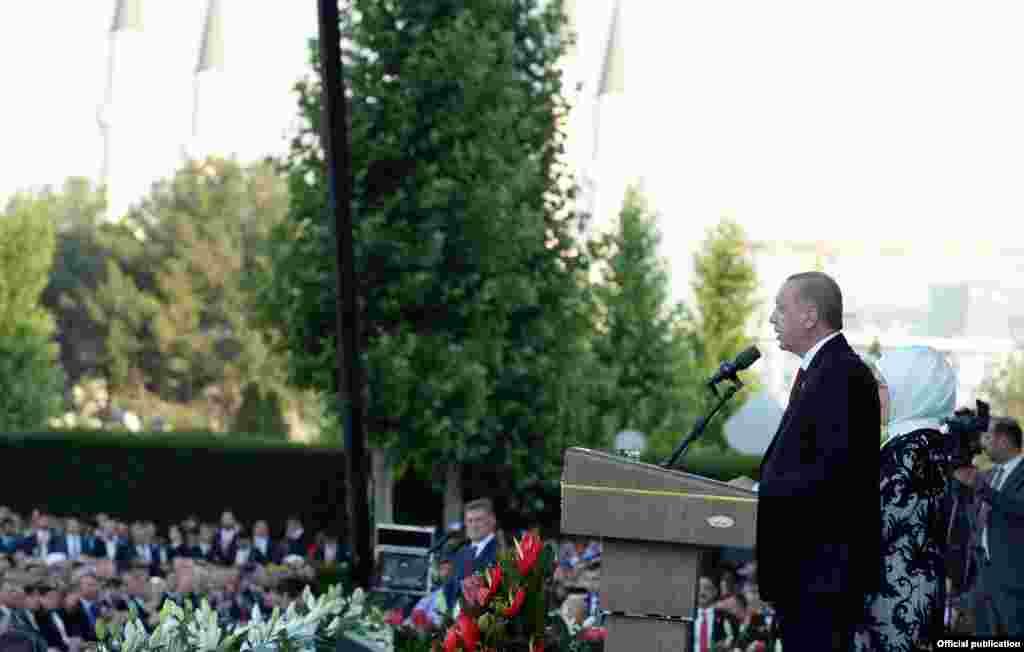 Режеп Тайип Эрдоган Түркиянын саясий аренасында 15 жылдан бери келе жатат. Алгач премьер-министр анан президент болгон.