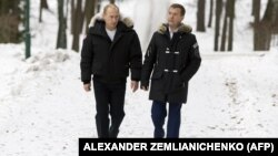 Președintele rus, Vladimir Putin, i-a acceptat demisia premierului Dmitri Medvedev