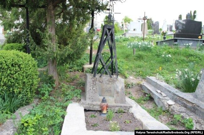 Могила монаха-студита Івана Іларіана Денещук