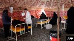 Єменці, в яких підозрюють холеру, отримують медичну допомогу, Саана, травень 2017 року