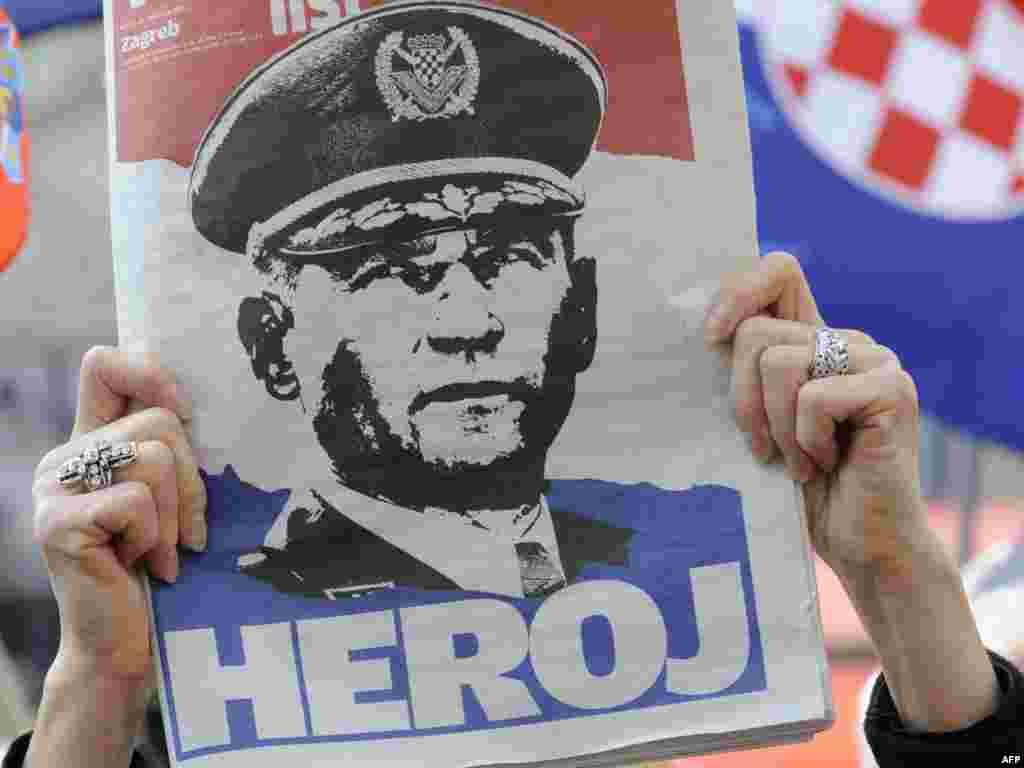 Трибунал ООН з колишньої Югославії визнав колишнього хорватського генерала Анте Ґотовину винним у скоєнні злочинів проти людяності і засудив його до 24 років ув'язнення. Ґотовині інкримінують участь в етнічних чистках, спрямованих проти хорватських сербів у середині 1990-х років. Багато хто в Хорватії вважає генерала героєм. Photo by Hrvoje Polan for AFP