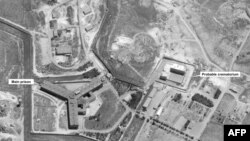Спутниковый снимок тюрьмы Сайедная, предоставленный компанией DigitalGlobe. Слева - основное здание тюрьмы, справа - предполагаемый крематорий