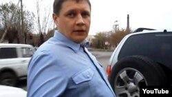 Мас күйінде көлік жүргізген петропавлдық полиция полковнигі Владимир Зиборов ( YouTube видеосынан скриншот)