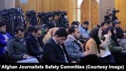 شماری از خبرنگاران یک نشست خبری در کابل