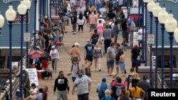 ԱՄՆ - Չնայած կորոնավիրուսի վարակի աննախադեպ տարածմանը՝ Կալիֆորնիա նահանգի Օշընսայդ քաղաքում քչերն են փողոց դուրս գալիս դիմակով, 22-ը հուլիսի, 2020թ.