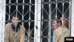 بر اساس گزارش كميسيارياى عالى پناهندگان سازمان ملل، ۳۸۳ هزار نفر خواهان پناهندگى از غرب هستند.