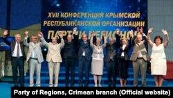 Майже всі кримські депутати-регіонали підтримали захоплення Криму Росією