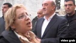 Директор Института мира и демократии Лейла Юнус во время задержания 29 апреля 2014