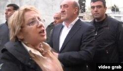 Правозащитница Лейла Юнус при задержании. Баку, 29 апреля 2014 года.