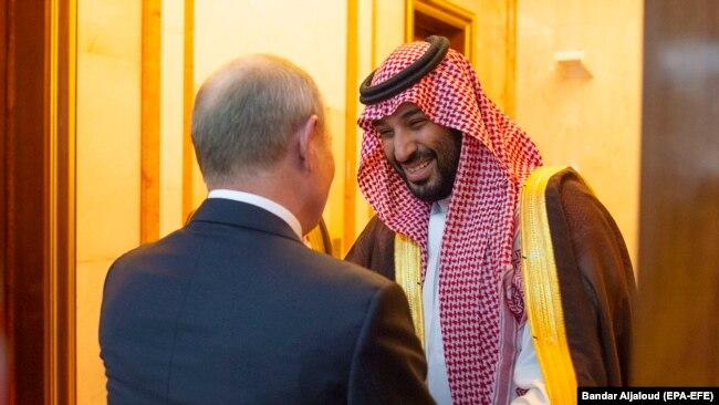 Еще недавно Владимир Путин и наследный принц Саудовской Аравии Мухаммад ибн Салман Аль Сауд дружески улыбались друг другу