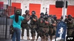 Противостояние полиции и демонстрантов в Фергюсоне