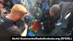 Nationalist activists set fire to an LGBTI rainbow flag.