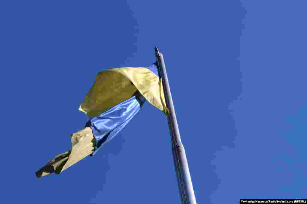 Підняття Державного прапора України на щоглу біля Запорізької облради