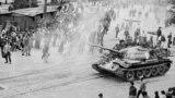 Почему СССР ввел войска в Чехословакию и как это объяснялось