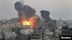 Իսրայելական հերթական ռմբակոծության հետեւանքով հրդեհ է բռնկվում Գազայում, 19-ը նոյեմբերի, 2012թ.