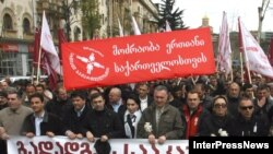 The opposition was unable to maintain the initial numbers of demonstrators in Tbilisi after the first few days.