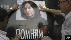 По словам правозащитников, власти России ведут себя так будто они не в состоянии эффективно расследовать убийство Натальи Эстемировой