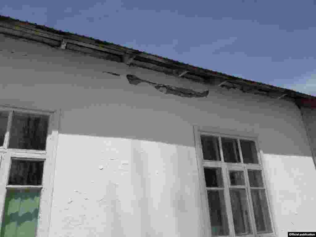 Школа получила повреждения, но специалисты МЧС вынесли вердикт, согласно которому здание пригодно для эксплуатации.