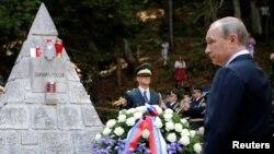 Президент Росії Володимир Путін бере участь у заходах, присвячених пам'яті російських військових, загиблих у Словенії, 30 липня 2016 року