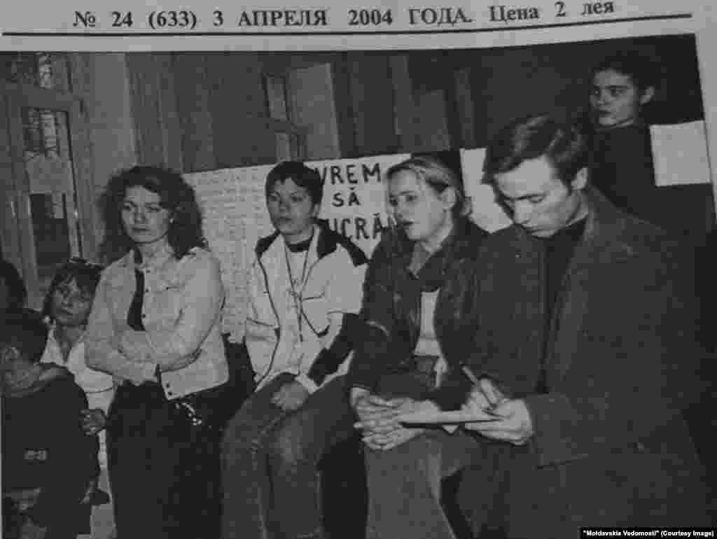 """Moldavskie Vedomosti"", 3 aprilie 2004, greva la postul municipal de radio Antena C"