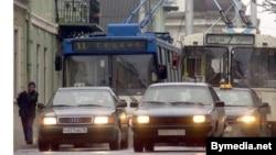 Belarus - Hrodna (Grodno), street traffic, Dec2003