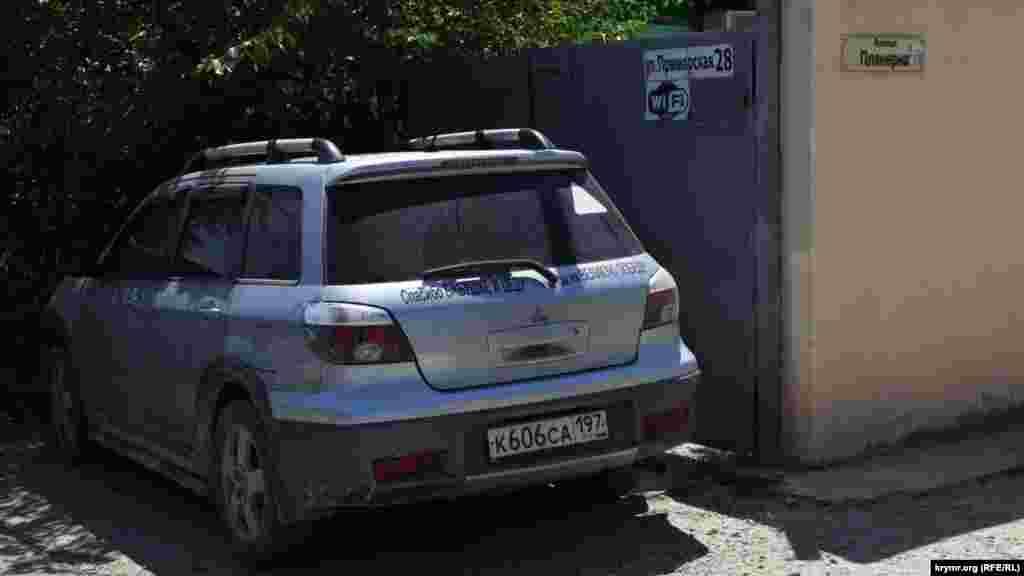 Авто з українськими номерами тут не видно