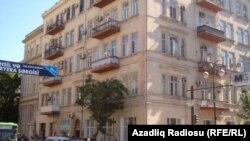 23 nömrəli məktəbin yanındakı bina