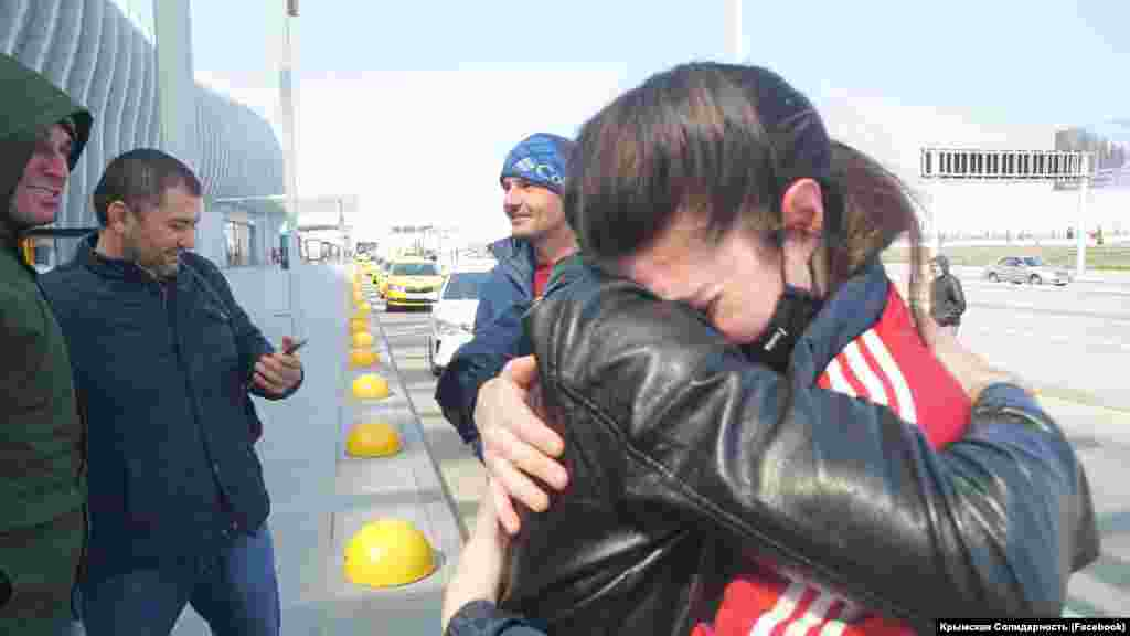 Освобожденный из российской колонии фигурант севастопольского «дела Хизб ут-Тахрир»Ферат Сайфуллаев вернулся в Крым.Он вышел на свободу по окончанию срока заключения