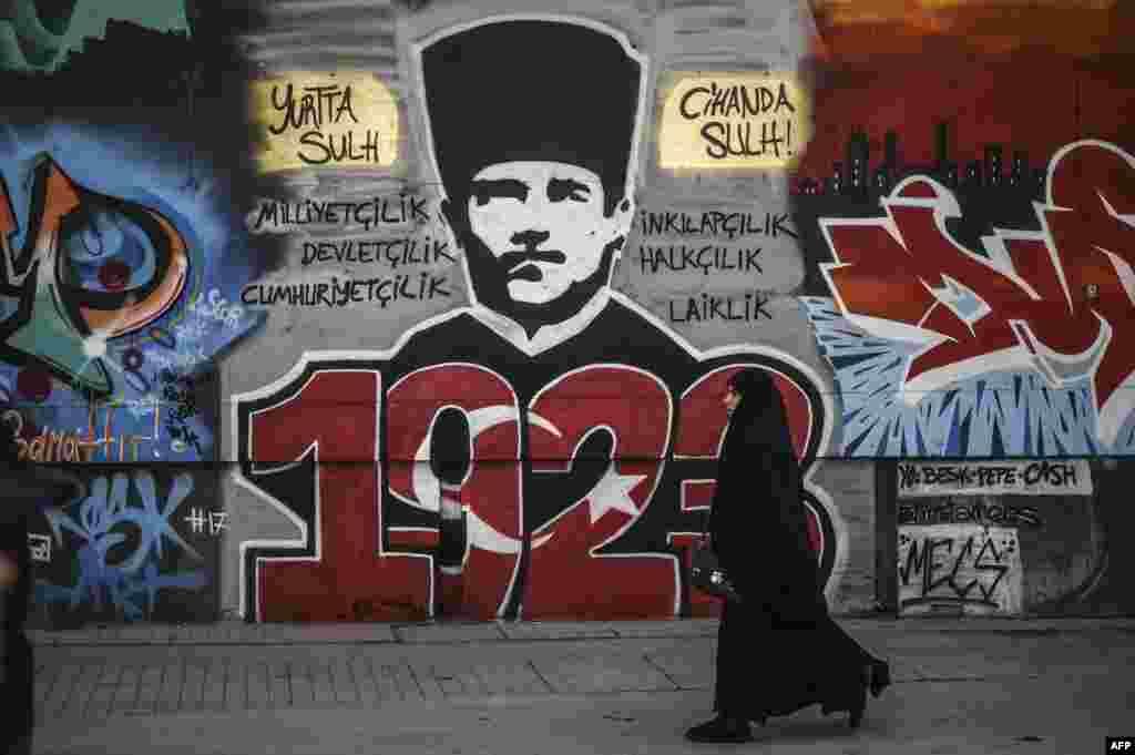Вуліца ў Стамбуле: на сьцяне графіці Мустафы Кемаля Ататурка, заснавальніка Турэцкай Рэспублікі