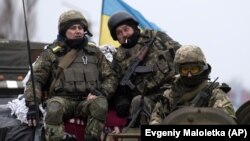 Soldați ucraineni în Donbas