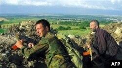 Переброску грузинской техники к границам Южной Осетии в Цхинвали назвали попыткой вторжения и привели свои войска в боевую готовность