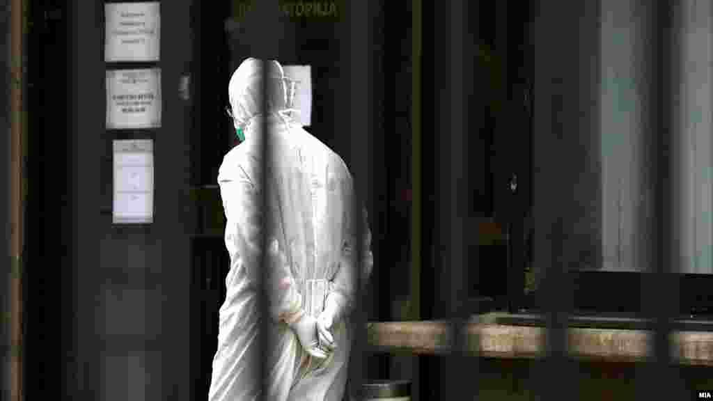 МАКЕДОНИЈА - Во последните 24 часа се направени 974 тестирања, а регистрирани се 101 нови случаи на ковид-19 и 4 починати. Од 4 јуни во 21 часот до 5 часот во понеделник наутро се воведува полициски час во сите скопски општини, Куманово, Општина Липково, Штип, Тетово, како и во општините Боговиње, Брвеница, Теарце, Желино и Јегуновце, одлучи владата на денешната седница, соопшти вечерва министерот за здравство Венко Филипче.