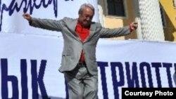 """""""Әділет"""" партиясының төрағасы, Қазақ гуманитарлық-заң университетінің ректоры Мақсұт Нәрікбаев """"Қара жорға"""" билеп тұр. Астана, 21 қыркүйек 2010 жыл. Astana, 21Sep2010."""