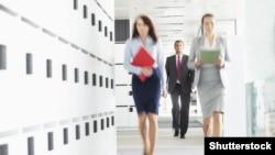 Як свідчать дані дослідження, приблизно половина чоловіків і жінок вважають, що чоловіки можуть бути кращими світовими лідерами, а понад 40% – думають, що чоловіки є кращими керівниками бізнесів і мають більше права на роботу, коли робочих місць бракує