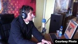 """Arientin Abdyli, urednik emisije """"Most izvan granica"""""""