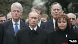 Похороны Бориса Ельцина, 25 апреля 2007 г.: Билл Клинтон, Джордж Буш-старший, Владимир Путин и его тогдашняя супруга Людмила