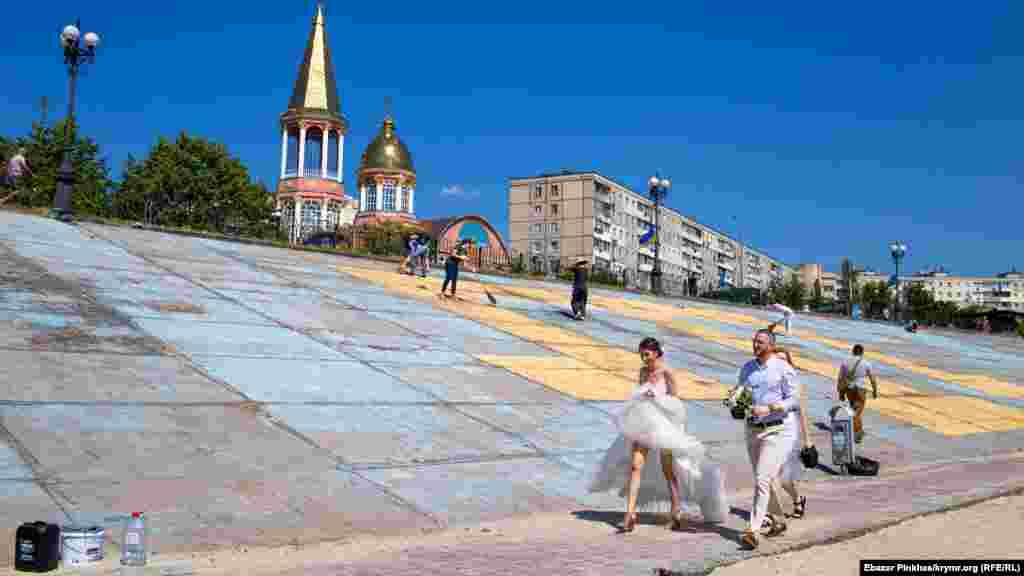 Некоторые киевляне в это время принимали участие в свадебных мероприятиях