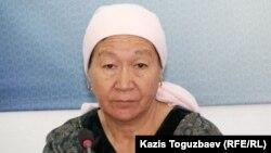 Мариза Куракова, мать 32-летнего лейтенанта полиции Карлыгы Жанабергеновой, найденной застреленной. Алматы, 12 октября 2016 года.