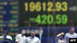 روند سقوط سهام ادامه دارد (در تصویر بورس توکیو)
