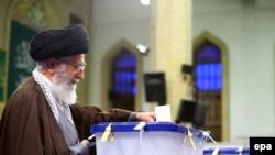 Верховний лідер Ірану аятола Алі Хаменеї голосує на парламентських виборах, 26 лютого 2016 року