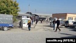 Оптовый рынок «Жахон бозори» в городе Андижане.
