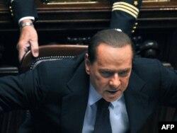 Сильвіо Берлусконі 14 жовтня 2011 року перед початком голосування в італійському парламенті