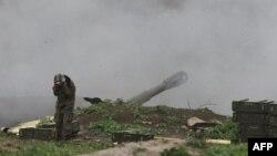 Artiljerija samoproglašene Republike Nagorno-Karabah otvara vatru na položaje azerbejdžanske armije u okolini grada Martakert, 3. aprila