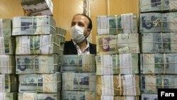في احد مصارف طهران