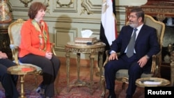 EU foreign policy chief Catherine Ashton (left) with the now-ousted Egyptian President Muhammad Morsi earlier this year.