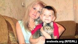 Алена Мальцава з сынам Міраславам