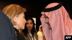 هیلاری کلینتون وزیر خارجه آمریکا و همتای سعودیاش سعود الفیصل