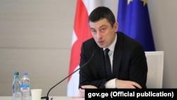 По словам премьера Георгия Гахария, даже в разгар пандемии не стоит забывать об экономике