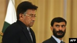 آقای مشرف می گوید که اعلام وضع فوق العاده، دشوارترين تصميم زندگی او بوده است.